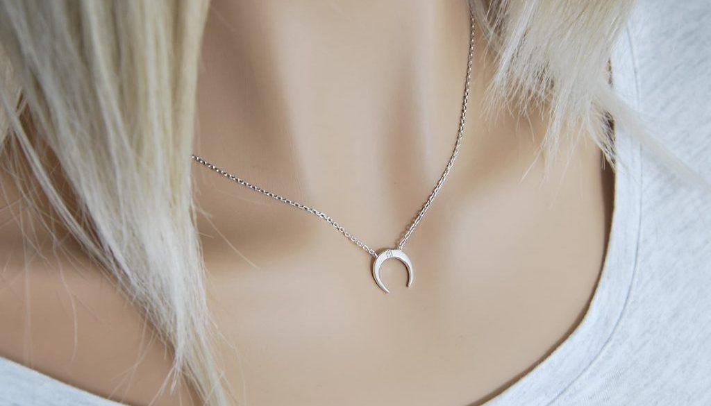 comment porter un collier en argent